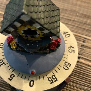 CUTE TIMER WITH COCKOO HOUSE ON TOP in wood
